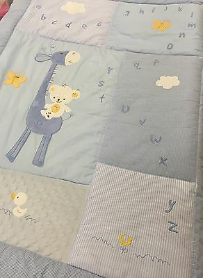 2 pce Jiggle Giggle Boys Blue Giraffe Appliqued Cot Quilt & Matching Sleep Suit