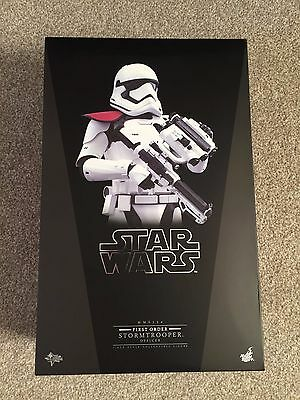 Hot Toys 1/6 MMS334 Star Wars The Force Awakens First Order Stormtrooper Officer