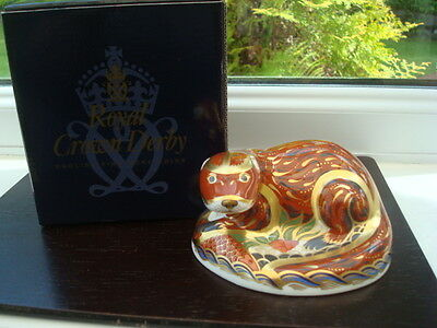 Beautiful Boxed Royal Crown Derby Otter Paperweight Gold Stopper,