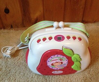 STRAWBERRY SHORTCAKE Purse Shaped Boombox Portable AM FM RADIO CD PLAYER