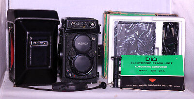 Mint+ Yashica Mat 124-G 120 Film Camera WT Case, Flash, Strap & Shutter Release