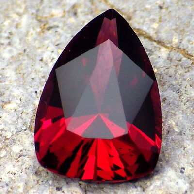 PYRALSPITE GARNET-E.AFRICA 8.86Ct CLARITY VS/SI-DEEP MAGENTA RED CLR-PERFECT CUT