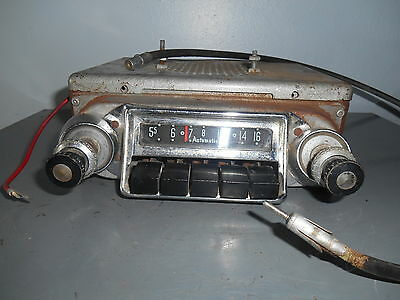 Vintage Automatic Chrome Front 12 Volt Car Radio Canadian S-29
