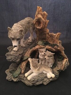 Herco Professional Wolf With Wolf Pups In Den Figurine Statue Collectible