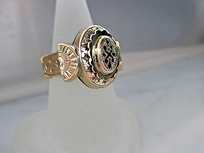 Antique and very Unique Style 10k Yellow gold ring,weight 4.41gm