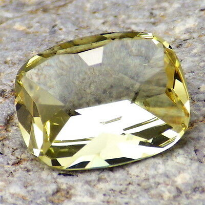 APATITE-MEXICO 2.76Ct FLAWLESS-FOR TOP JEWELRY-LIVELY YELLOW GREEN COLOR!