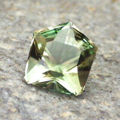 GREEN DICHROIC OREGON SUNSTONE 4.03Ct FLAWLESS-FOR TOP JEWELRY-UNIQUE FACETING!