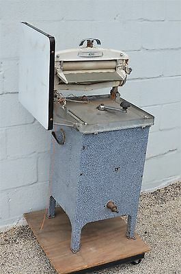 Vintage Acme The Dean Washing Machine Washer with Wringer and Manual Crank