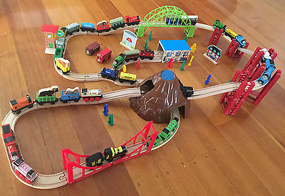 Set of 5 Wooden Magnetic Tank Engine & Tender Toy Trains Birthday Gift