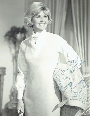 DORIS DAY - Signed Vintage B/W dedicated photograph