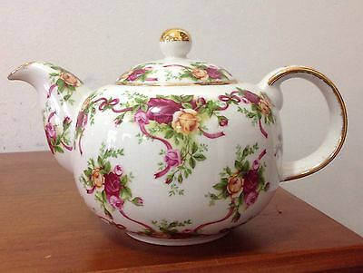 Royal Albert Old Country Roses Teapot Indonesia Ruby Collection 2001