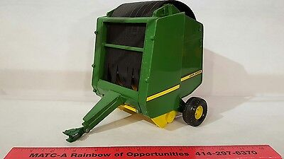 ERTL BIG FARM John Deere 854 Round Baler Model 1:16 Farm