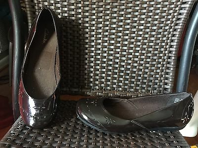 Clarks Women's Brown Patent Leather With Cutout Design Ballet Flats Size 8