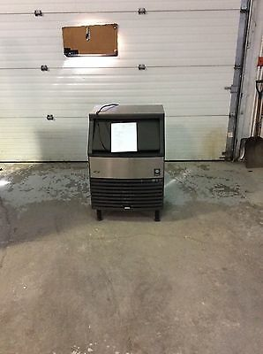 Manitowoc qy214a self contained used ice machine.