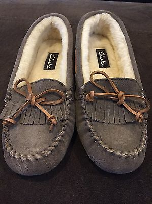 Women's CLARKS Taupe Colored Indoor/Outdoor Moccasin Slippers  - Size 8