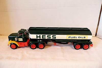 1977- 1978 ? HESS GASOLINE TOY TANKER TRUCK - VERY NICE in BOX