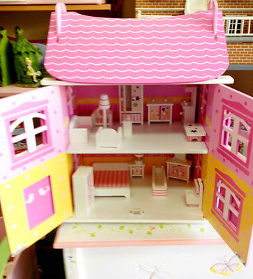 Doll house Pink Daisy with furniture comes boxed