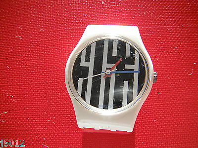 VINTAGE SWATCH WATCH WOMANS SMALL White & Black 1980's RETRO SWISS MADE SW22