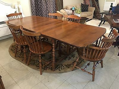 S. Bent & Bros Colonial Maple Dining Table & 6 Chairs Set