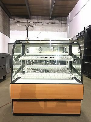 Federal Curved Glass Dry Bakery Case