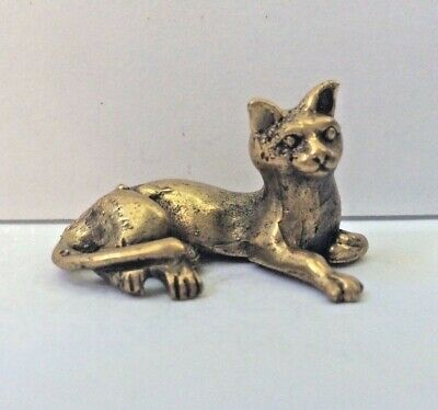 Statuette figurine laiton miniature amulette animal CHAT COUCHE Cambodge a2