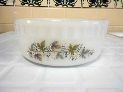Vintage Pyrex, Milk Glass  Crown 'Bacchus' Souffle Dish - Great Condition