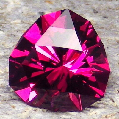 UMBALITE PYRALSPITE GARNET-E.AFRICA 3.87Ct CLARITY VVS1-RARE-TOP INVESTMENT!