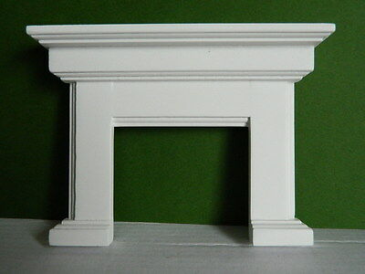 (Hp1.14) Dolls House White Wooden Fire Surround