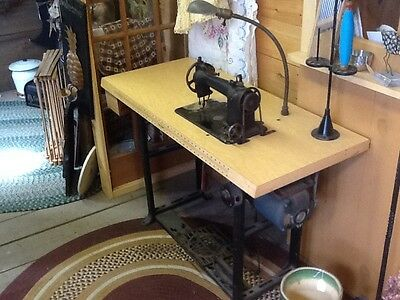 Willcox & Gibbs Industrial/Commercial Sewing Machine w/ Table & Motor - Working