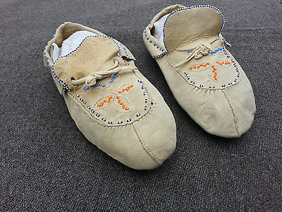 ca1920's Native American Eastern Woodlands Indian Bead Decorated Hide Moccasins
