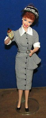 I Love Lucy  Hollywood Collection Barbie Doll Lucy Does A Commercial 1998 No Box