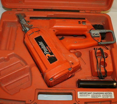 Paslode Cordless 16 Gauge Angled Finish #900600 Nailer For Repair/Parts Only