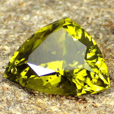 PERIDOT/OLIVINE-ARIZONA 3.18Ct CLARITY SI2/P1-LIME/OLIVE GREEN-GERMAN CUT