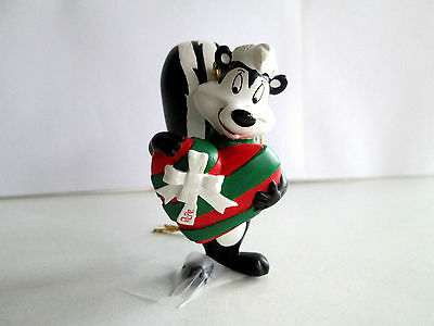Warner Brothers Pepe Le Pew with a Present Christmas Ornament. 2.75'' Tall. Mint