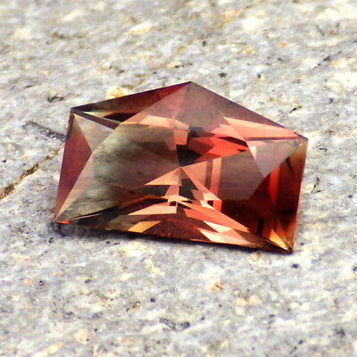 PINK-RED-COPPER-GREEN OREGON SUNSTONE 3.26Ct FLAWLESS-FOR UNIQUE JEWELRY!