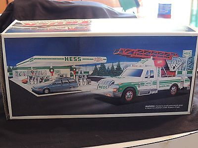 HESS TRUCK 1994 RESCUE TRUCK  MINT IN BOX  NICE, CLEAN & COMPLETE  LIGHTS WORK y