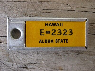 Vintage Yellow Hawaii DAV Automobile License Plate Keychain Tag