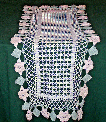 EXQUISITE VINTAGE HAND CROCHETED RUNNER, EXTRAORDINARY PINK ROSES, c1930