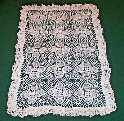 FABULOUS VINTAGE HAND CROCHETED LACE RUNNER, FABULOUS RUFFLED EDGE, c1940