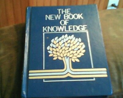 The New Book of Knowledge vol. 1 A 1989 hardcover