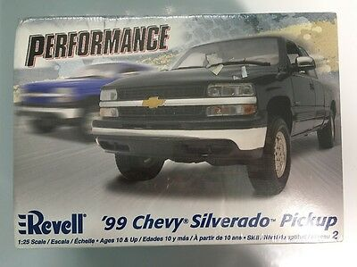 Revell 125 Scale 99 Silverado Chevy Pickup Truck Plastic Model Kit 85