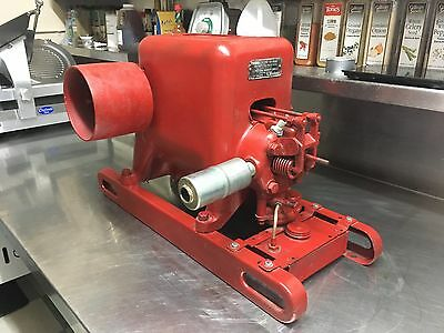 * VGC Antique International Stationary Engine Hit and Miss Motor Type LA *