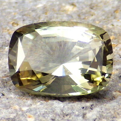 MINT GREEN OREGON SUNSTONE 2.80Ct FLAWLESS-PERFECT FOR HIGH-END JEWELRY/INVESTM.
