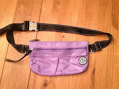 LULULEMON Travel Pooch IV Pouch Fanny Pack CrossBody Bag Grapeseed Purple Black
