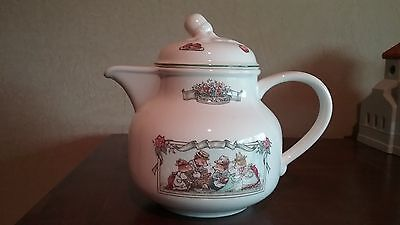 Rare Villeroy & Boch Foxwood Tales collectible tea pot with lid great condition