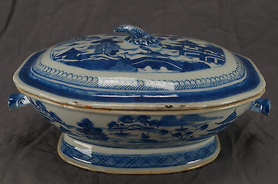 Mid 19th Century Chinese Export Canton Porcelain Tureen With Board Heads