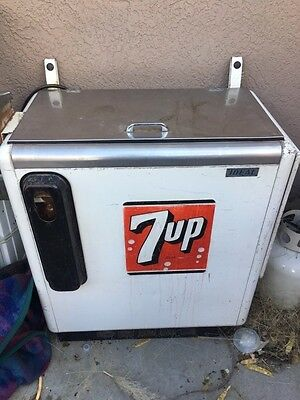 Vintage 7up soda machine - Blows Cold Air - GOOD Condition