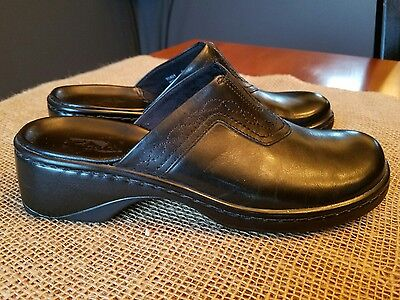 Clarks Mules Clogs Shoes. Black Leather Slip On. Womens Size 7M.