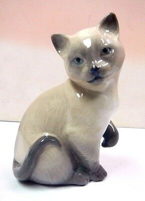 Lucky Cat Figurine By Lladro  #8102
