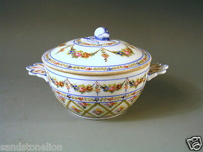 STUNNING FRENCH 18th CENTURY SEVRES PORCELAIN COVERED SUGAR BOWL